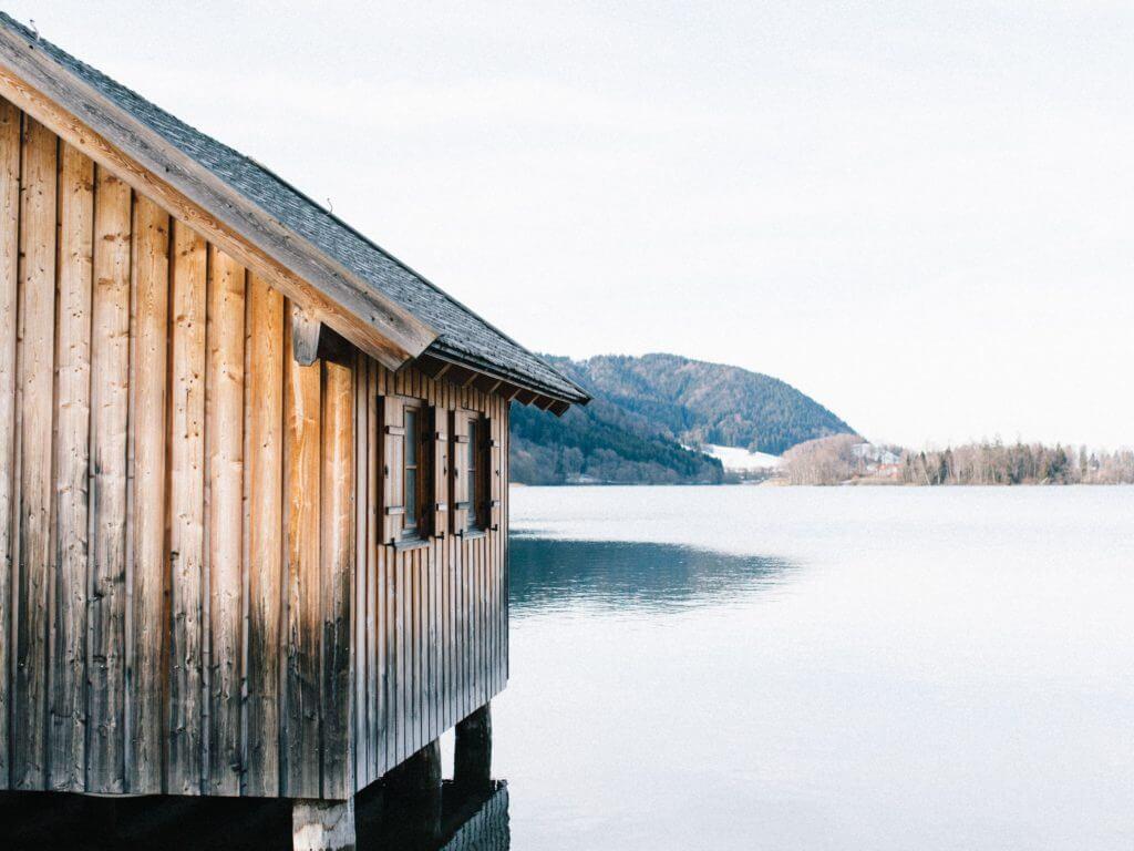 Eigenleistungen beim Eigenheim - Haus aus Holz am See